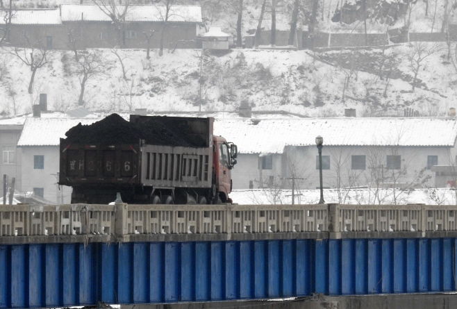 North Korea's real GDP growth rate in 2017 was estimated at -3.5 percent, the lowest level in the 20 years since 1997 when it came in at -6.5 percent. (image: Yonhap)