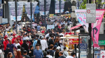 Tourists in Seoul Turn to Clothing Instead of Cosmetics