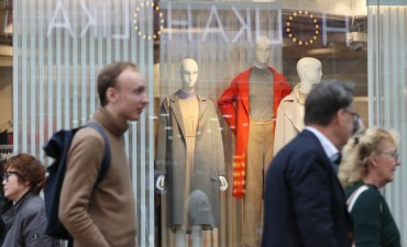 Foreign Tourists Buy Fashion Goods in Gangbuk, Luxury Items in Gangnam