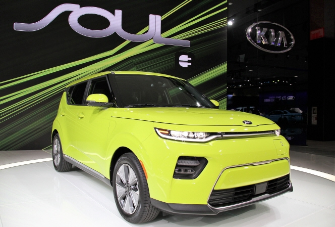 Kia Motors' new SOUL electric vehicle on display at the 2018 Los Angeles Auto Show on Nov. 28, 2018, for its global debut. (image: Kia Motors)