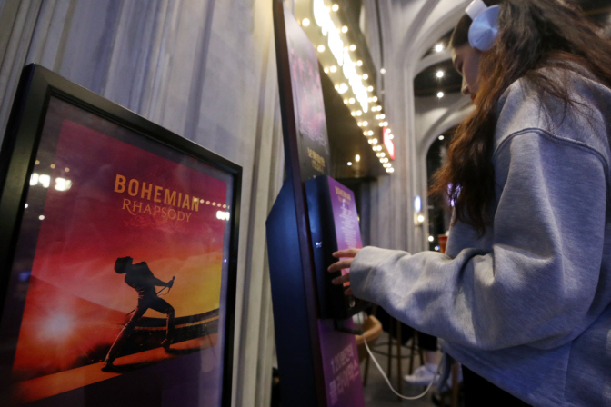 Word of Mouth Speaks Volumes in Moviegoers' Choice of Films