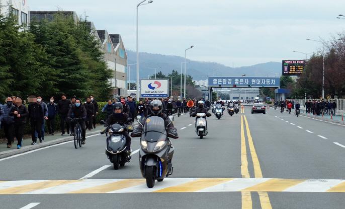 Unions of Hyundai, Kia Stage Partial Strike to Oppose Gwangju Work Project