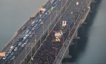 Taxi Drivers Stage Massive Rally Against Kakao Carpool Service