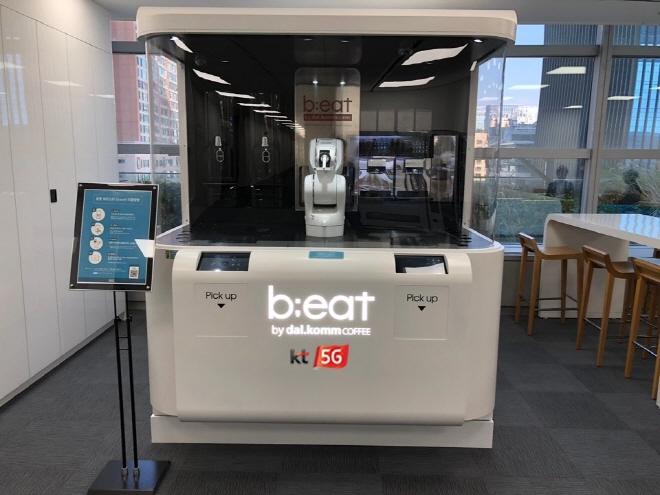 Robot Café Adds 5G Service