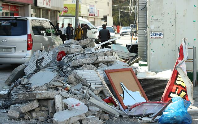 The aftermath of the Pohang earthquake that struck the southeastern port city on Nov. 16, 2017, the second strongest to hit the city in history. (Yonhap)