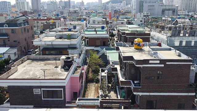 The new numbering system is being developed by the government to systematically track and manage the entire process of licensing, completion, and demolition. (image: Yonhap)