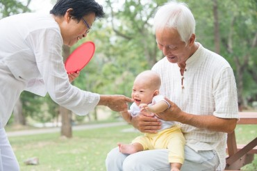 Seoul Launches Educational Program for Grandparents on How to Handle Children