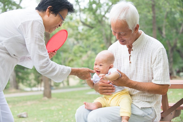 There have been programs to inform parents on how to handle children or how schools are run in the past, but this is the first time for such programs to target grandparents. (image: Korea Bizwire)