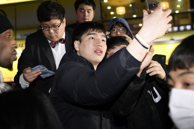 S. Korean Basketball Stars Meet Fans at Changwon