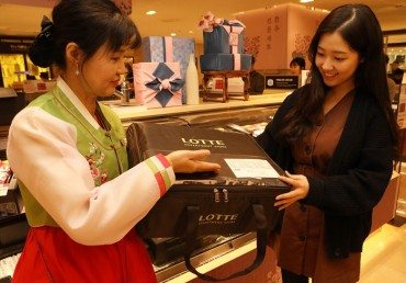 Retailers Turn to Eco-friendly Packaging Ahead of Lunar New Year Holiday