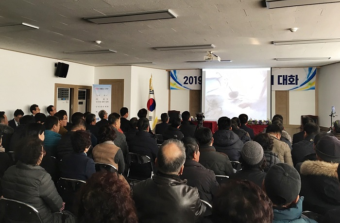 Sinan county has decided to take on a new method of discussion, where officials and residents watch an animated film together and then have an open discussion on the matter. (image: Sinan County Office)