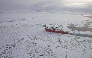 Crew of S. Korean Icebreaker Help Isolated Chinese Researchers