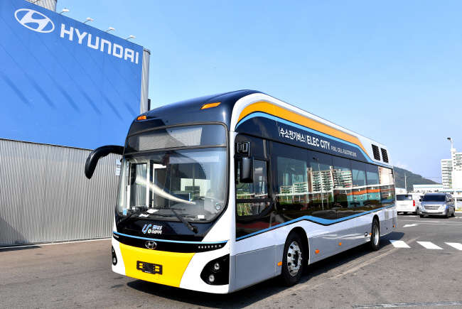 Hyundai Motor Co.'s hydrogen-electric bus, which the city of Ulsan put into service on one of its intra-bus routes for pilot operation on Oct. 22, 2018. (image: Hyundai Motor Co.)