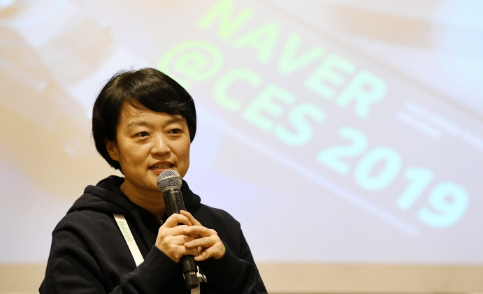 Naver CEO Han Seong-sook said that this year will mark the beginning of technological platforms needed to connect online and offline environments. (image: Yonhap)