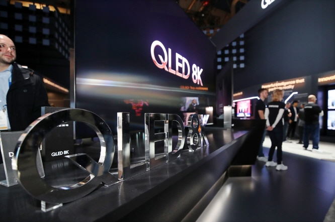 A QLED 8K TV from Samsung Electronics is on display at the Consumer Electronics Show 2019 in Las Vegas on Jan. 9, 2019. (Yonhap)