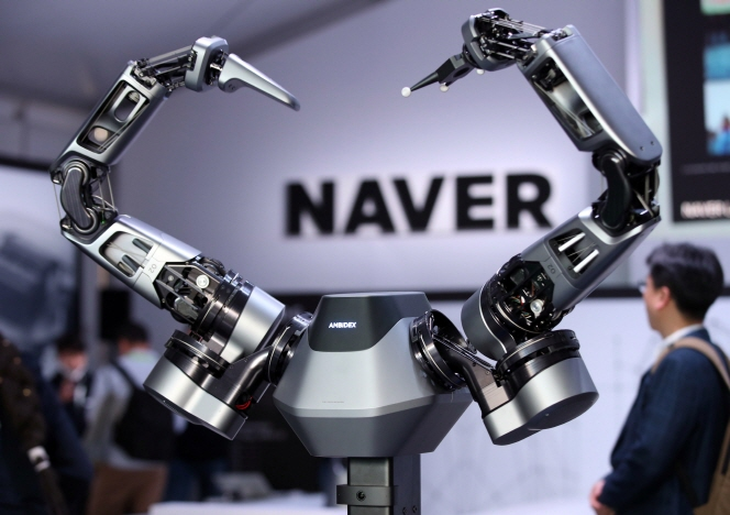 Naver Corp., South Korea's top portal operator, showcases AMBIDEX, a robot arm that interacts with humans, during the Consumer Electronics Show in Las Vegas on Jan. 9, 2019. (Yonhap)
