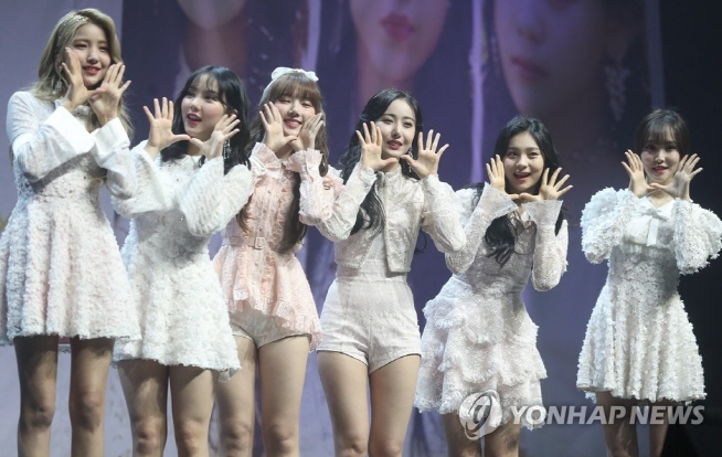 "K-pop girl band GFriend poses during a media showcase of their new album, ""Time for us,"" on Jan. 14, 2019. (Yonhap)"