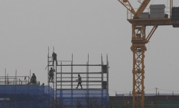 Outdoor Workers Exposed to Health Risks as Fine Dust Chokes S. Korea