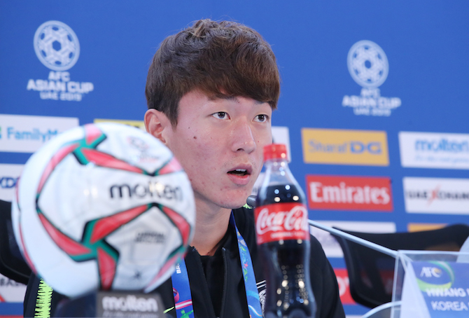 South Korea national football team striker Hwang Ui-jo speaks at a press conference at Rashid Stadium in Dubai, the United Arab Emirates (UAE), on Jan. 21, 2019, one day ahead of his team's AFC Asian Cup round of 16 match against Bahrain. (Image: Yonhap)