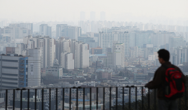The government expects the planned experiment, if successful, will be able to help reduce the density of fine dust particles blowing toward Korea from China. (image: Yonhap)