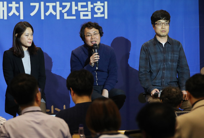 Park Geun-han, a senior R&D official of NHN Entertainment Corp., holds a press briefing on the fifth and final round of Go matches between its artificial intelligence program HanDol and global champion Shin Ji-seo at its headquarters in Pangyo, south of Seoul, on Jan. 23, 2019. (Image: Yonhap)