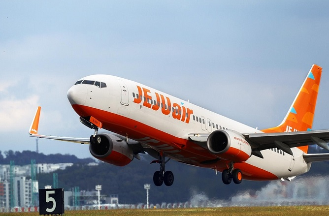 Jeju Air will replace all disposable goods provided onboard the aircraft, such as cups and napkins, with eco-friendly ones, starting on January 15. (image: Yonhap)