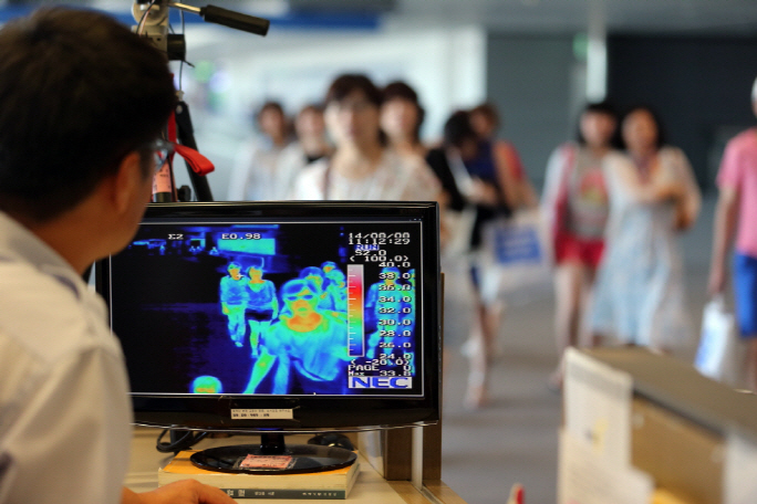 """In line with a rise in overseas travelers, there has been a steady increase in the inflow of contagious diseases into South Korea,"" the report said. (image: Yonhap)"