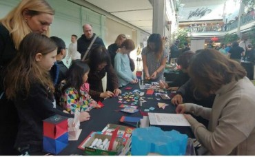 American College Students Learn About Korean Lunar New Year Through Paper Folding
