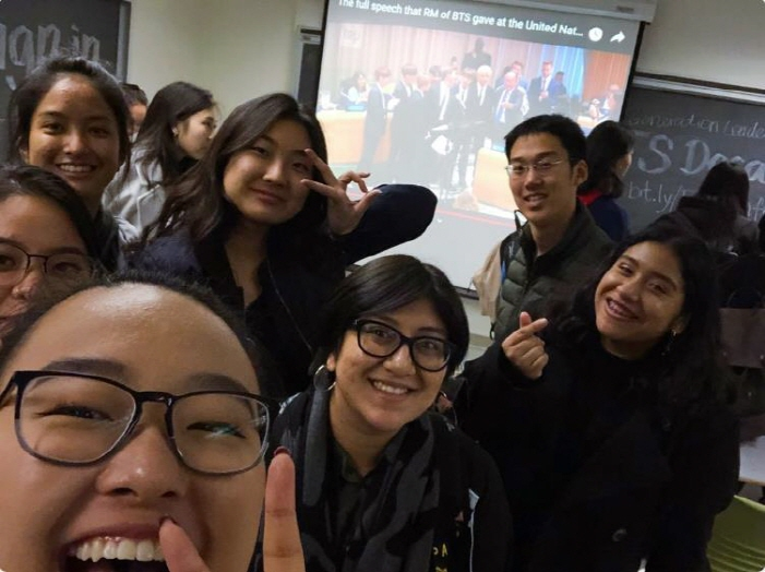 "Students taking the course ""Next Generation Leaders: BTS"" at the University of California, Berkeley. (image: Yonhap)"
