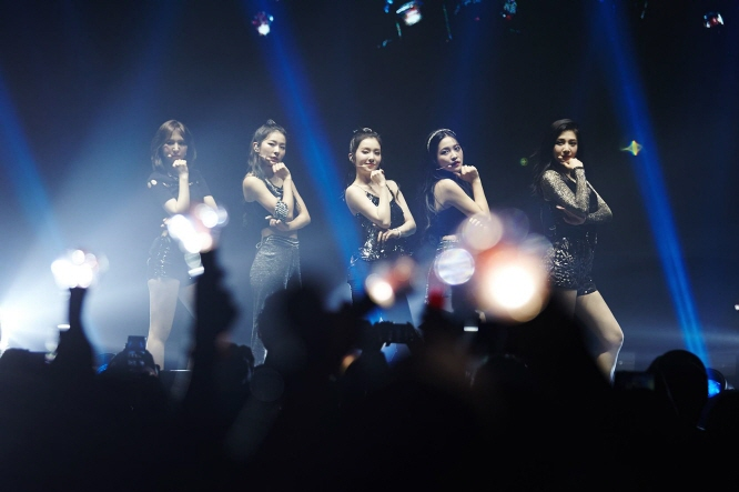 Red Velvet during a concert in Newark. (image: SM Entertainment)