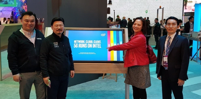 Seok Sang-ok (L), CEO of Naver Labs, at MWC Barcelona with officials from Intel and KT Corp. (image: Naver Corp.)
