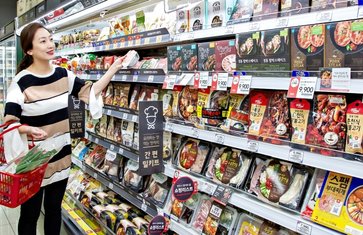 The ready-to-eat items, often referred to as home meal replacement (HMR) products here, have become increasingly popular, mainly on the back of the increased number of single-member households. (image: Yonhap)