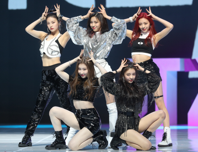 TWICE's Sister Band, ITZY, Debuts to Intense Public Attention