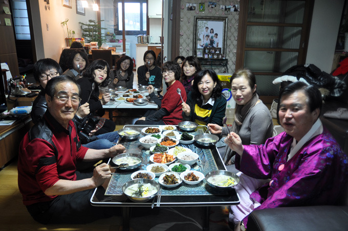"""During the holidays, people have dinner at home with their family and relatives, instead of going out,"" a BOK official said. (image: Gwangmyeong City Office)"