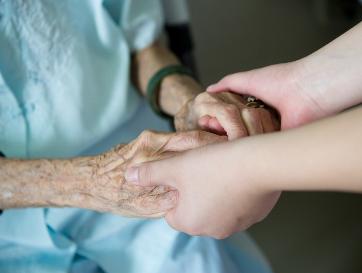 There are currently more than 1 million South Koreans, including seniors with Alzheimer's disease and disabled persons, who qualify for the guardianship program. (image: Korea Bizwire)