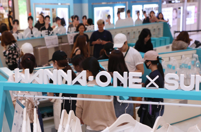 The file photo shows a pop-up store of souvenirs commemorating project boy group Wanna One in Seoul. (image: Lotte Department Store)