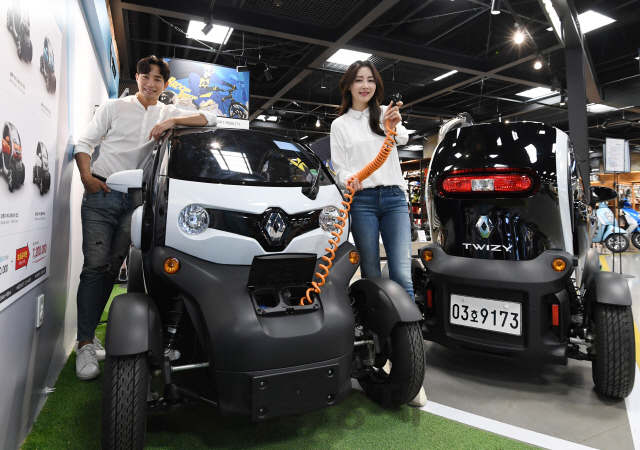 E-Mart to Sell Twizy Compact Electric Vehicle