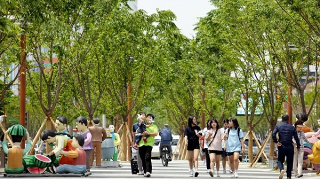 Jeonju currently leads the planting race by starting a 10 million tree project that aims to turn various areas in the city into forests. (image: Jeonju City Government)