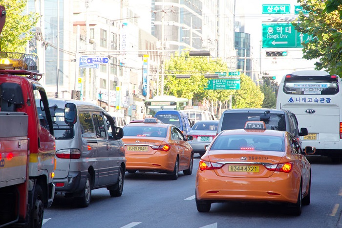 The new system learned past average speed in certain traffic locations along with congested areas on nearby roads, and traffic conditions during rush hour. (image: Korea Bizwire)