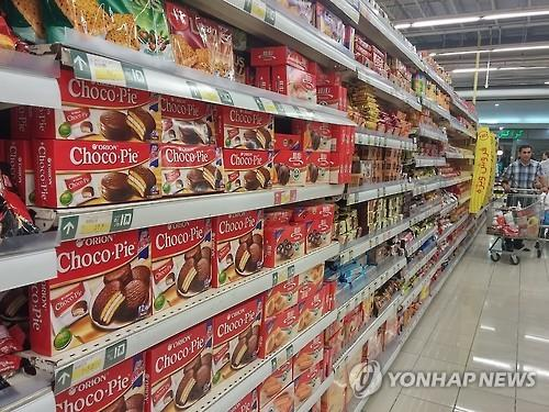 Choco Pie -- an individually-wrapped, chocolate-covered, marshmallow-filled snack cake -- sells in other foreign countries, including China and Russia. (Yonhap)