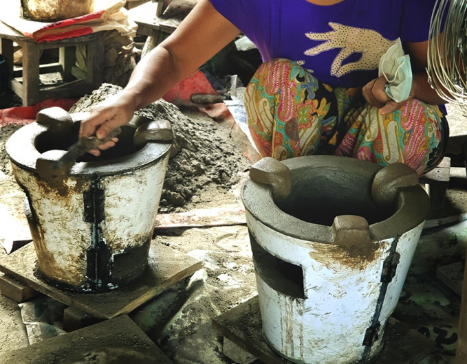 SK Telecom have decided to donate 4.32 million energy-efficient cooking stoves to some 1.72 million low-income households in Myanmar over the next five years. (image: SK Telecom Co.)