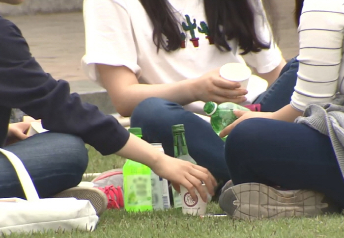 The student association that hosted the freshman camp recently announced its position through social networking services to settle down the controversy. (Yonhap)