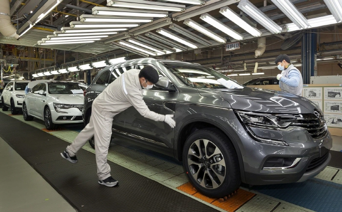 From January to August, Renault Samsung's sales plunged 39 percent to 114,705 autos from 157,313 in the year-ago period. (Yonhap)