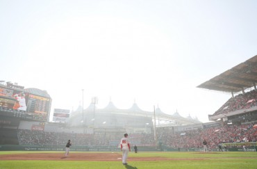 Baseball League to Distribute Dust Masks to Protect Fans