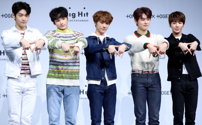 "TXT posing for photos during a media event to showcase their debut album ""The Dream Chapter: Star"" in Seoul on March 5, 2019. (image: Big Hit Entertainment)"