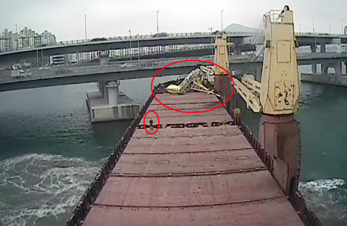 This CCTV image shows Seagrand colliding with the Gwangan Bridge. (image: Busan Coast Guard)