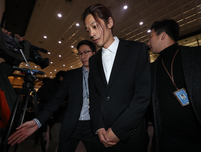 Singer Jung Joon-young shows up at the Seoul Metropolitan Police Agency in central Seoul on March 14, 2019, to undergo questioning over sex video allegations. (Yonhap)