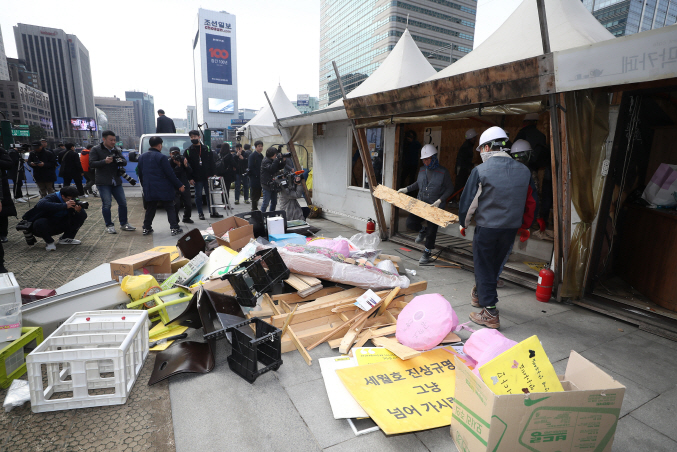 Altar for Ferry Victims Removed from Gwanghwamun After 5 Years