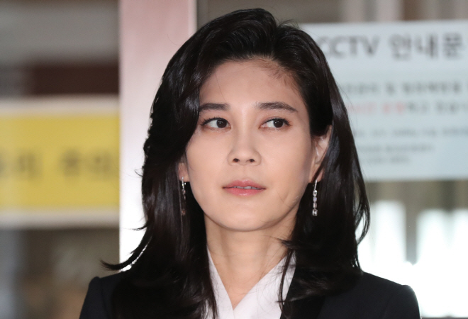 Hotel Shilla chief Lee Boo-jin stood in front of the press before her company began its regular shareholder meeting in Seoul on March 21, 2019. (Yonhap)
