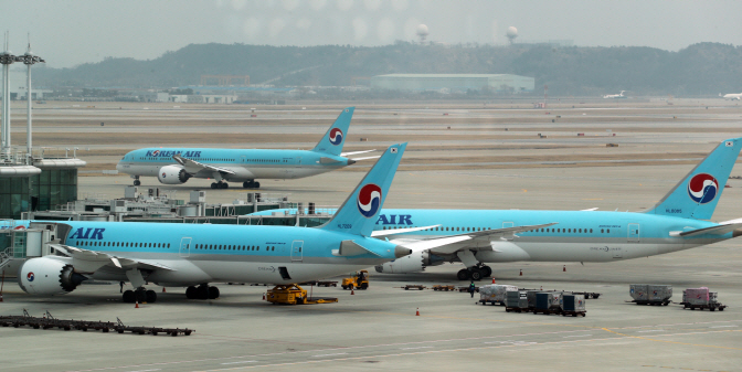 Korean Air B787-9 Dreamliner passenger jets at Incheon International Airport west of Seoul (Yonhap)
